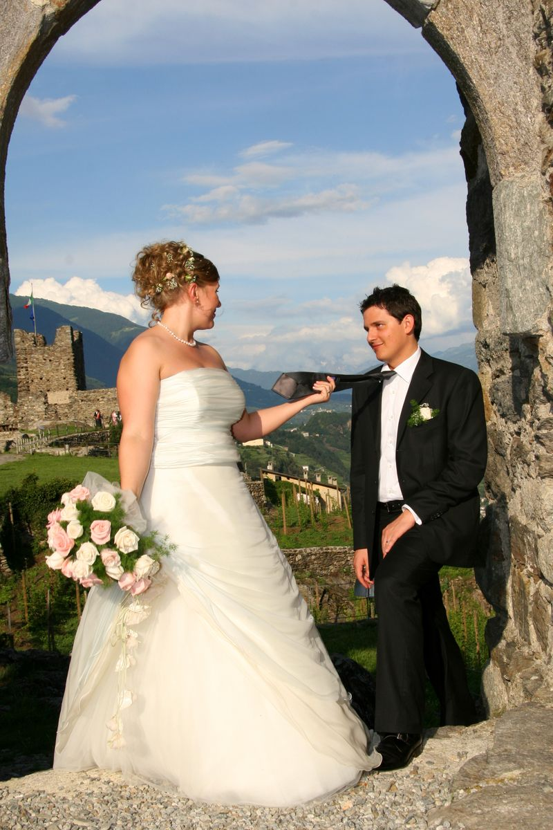 Bride and Groom at Irish Castle ruins