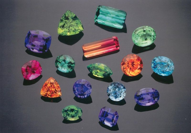 Loose_colored_gemstones