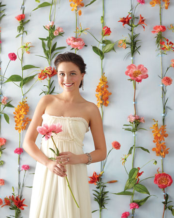 Wedding photos with a wall of flowers wpic flower wall solutioingenieria Image collections